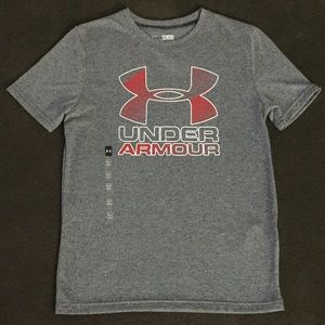 Boys medium Under Armour gray/red T-shirt